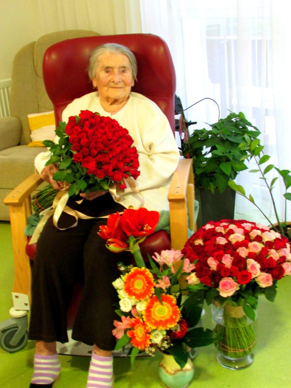 Marie Jirooušková při oslavě svých 100. narozenin v listopadu 2020. Foto Senior komplex Mělník