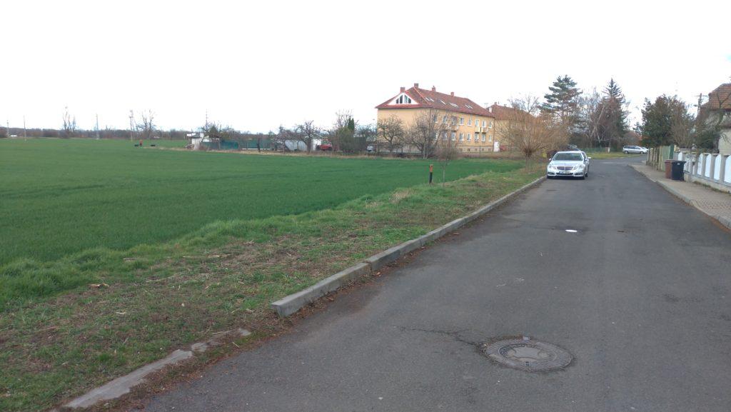 V tomto prostoru by v budoucnu mohla vyrůst nová budova základní školy.